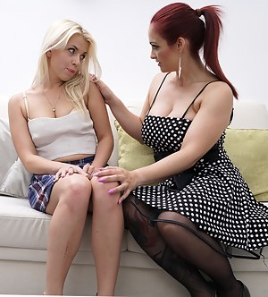 Lesbian Mom and Girl Porn Pictures