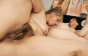Old Lesbian Pussy Porn Pictures